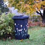 Разрисованный контейнер для мусора