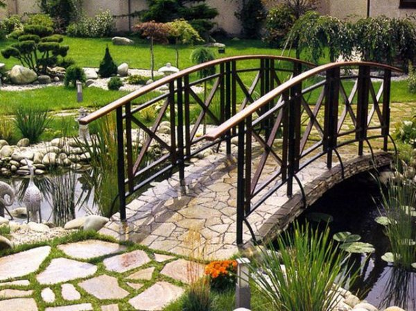 Комбинированный декоративный мостик