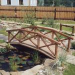 Маленький мостик в саду