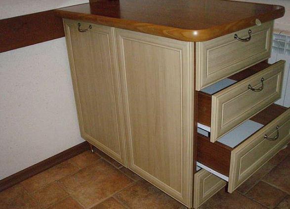 Кухонный стол-тумба с выдвижными ящиками