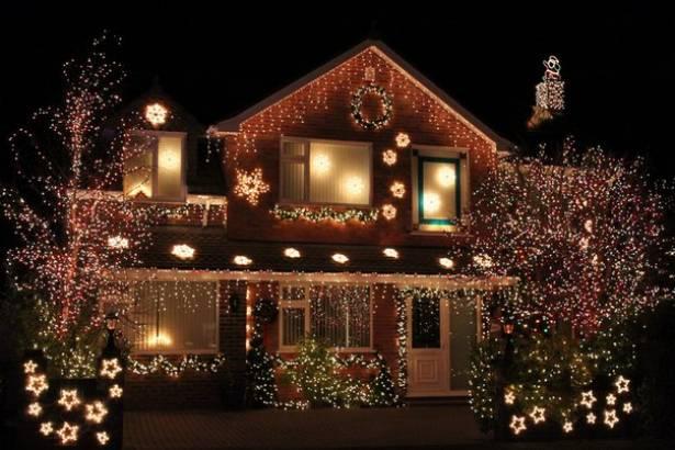 Новогодними гирляндами можно украсить террасу