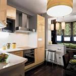 Интерьер кухни площадью 9 кв. м. с балконом