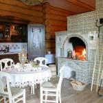 интерьер деревенского дома с печкой