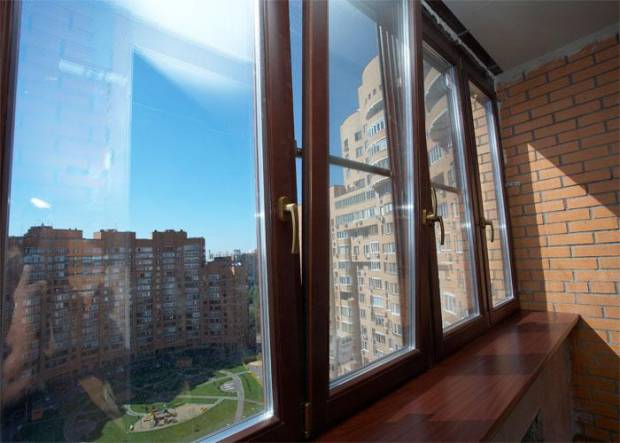 остекления балкона деревянными стеклопакетами