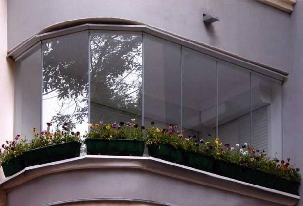 безрамное остекления балкона