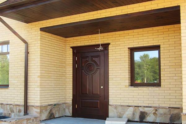выбираем входную дверь в дом