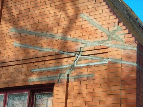 Картинки по запросу Как защитить дом от разрушения при появлении трещин в стенах