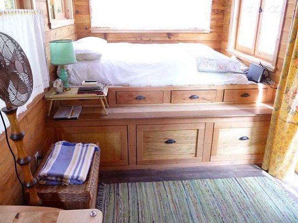 спальня на маленькой даче