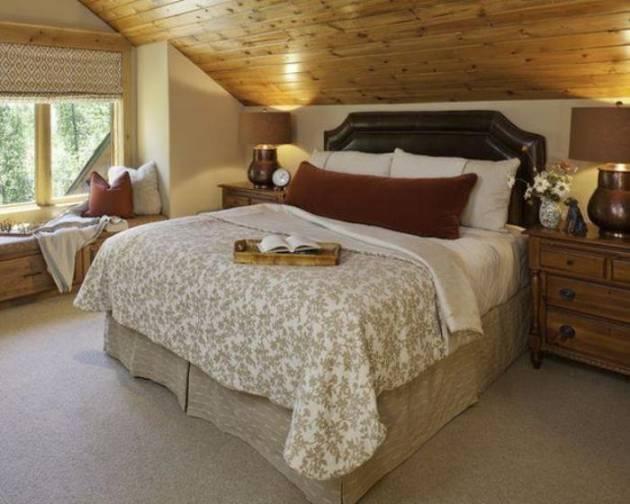 Размещение мебели в спальне на даче