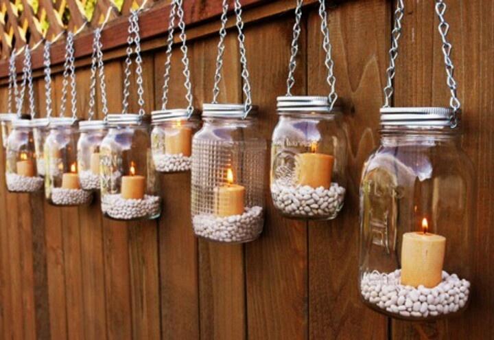 Можно украсить дачный забор обычными свечами