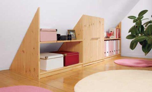 Самодельные встроенные шкафы на мансарде