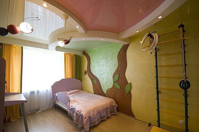 Натяжной потолок в детской спальне