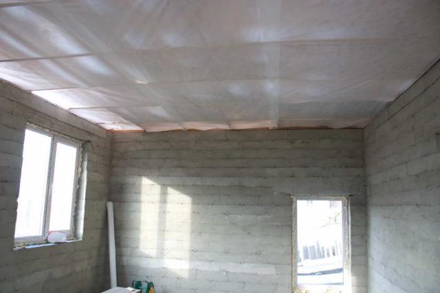 Обустройство пароизоляции потолка
