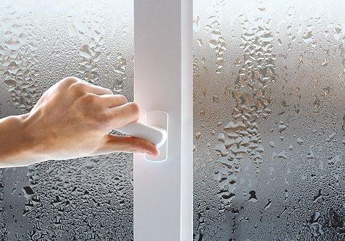 Промерзающие окна и конденсат: причины этого явления и способы устранения
