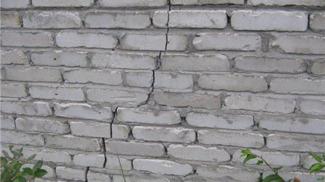 заделка трещин стен дачного дома