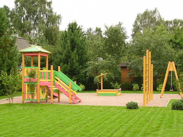 Место для детской площадки на даче