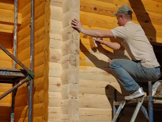 Преимущества окрашивания деревянных строений