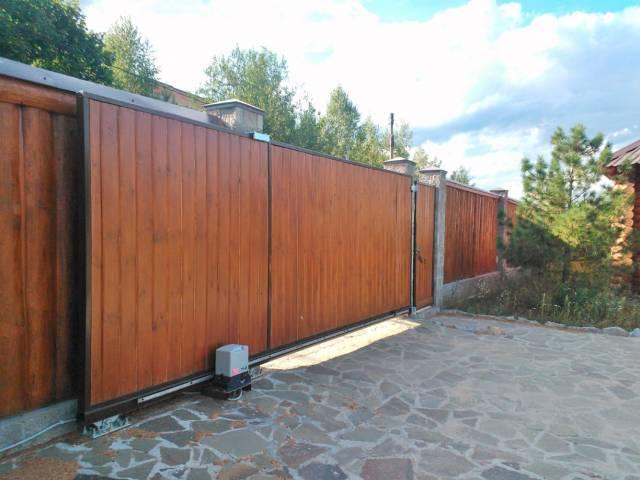 Откатные ворота для дачи из дерева