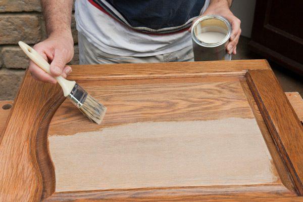 как наносить лак на деревянную мебель