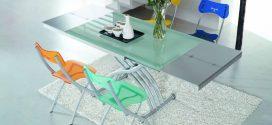 Стеклянный стол — удачная находка для кухонного интерьера