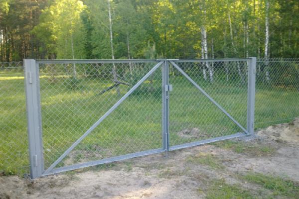 Ворота из сетки-рабицы