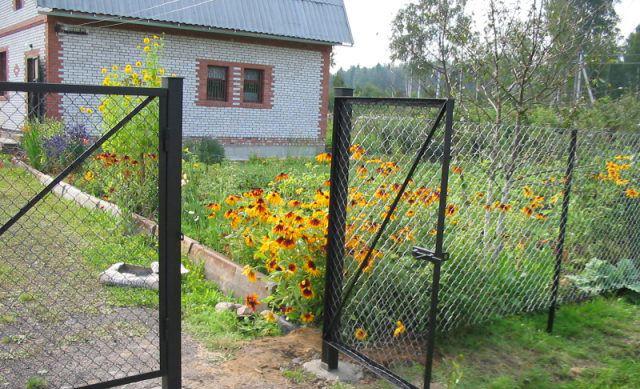 Ворота из сетки-рабицы с калиткой