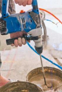 глину перемешивают электромиксером