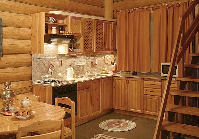 Мебель из массива сосны на кухне