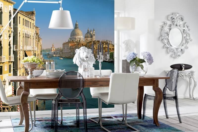 Фотообои с городской тематикой на кухне