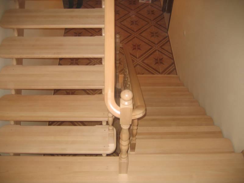 Деревянная лестница в доме из бука