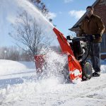 Какую снегоуборочную технику лучше приобрести для дачи