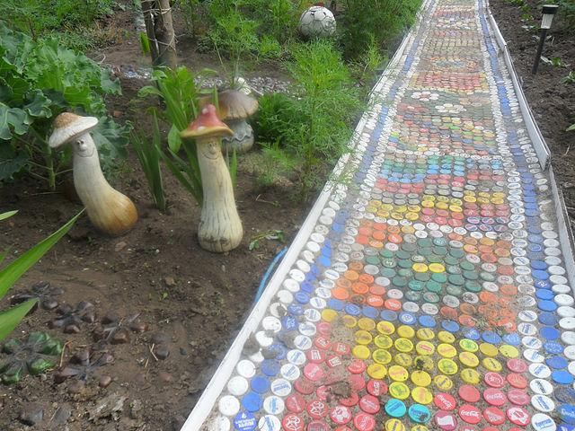 Дорожка из пластиковых бутылок
