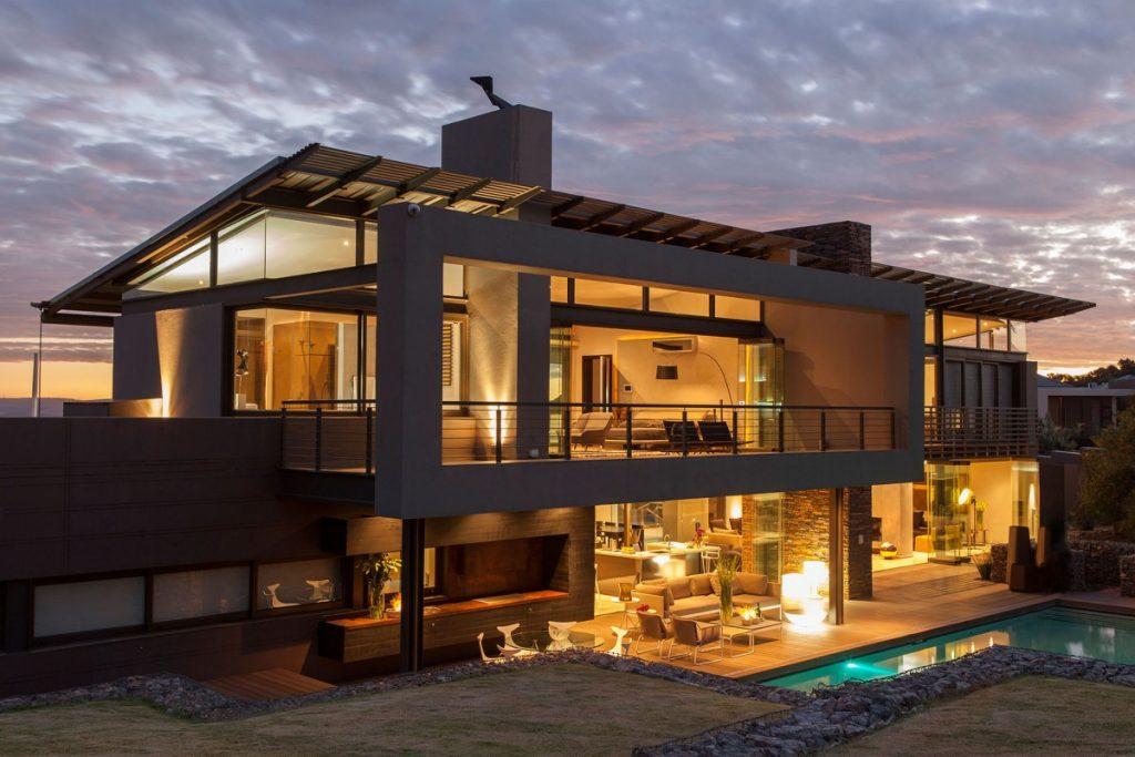 347_5spacious-space-big-modern-house-design[1]