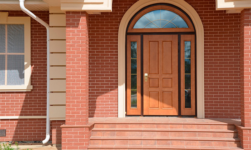 изготовление входных дверей в коттедж