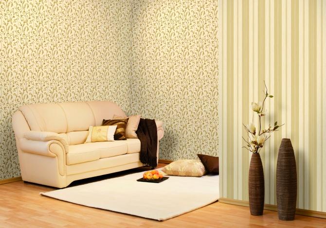 Флизелиновые обои в интерьере комнаты