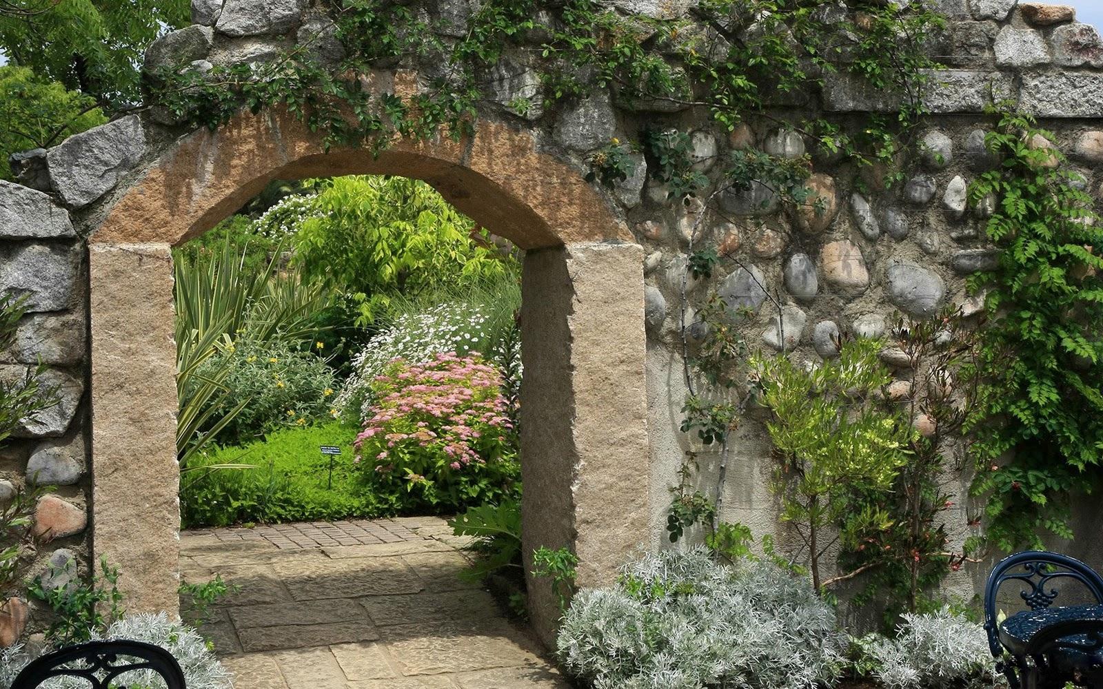 Каменный забор - долговечность и красота