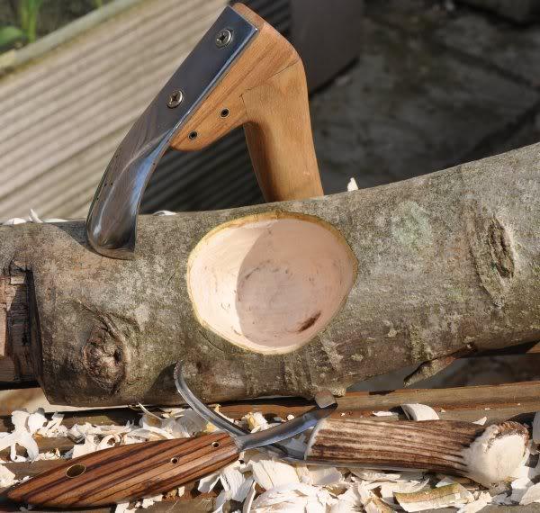Топор – инструмент для работы с деревом