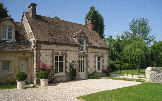 Фасад дома в стиле Кантри или Прованс