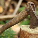 Инструмент для дерева - топор