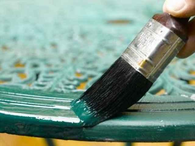 Покраска металлической изгороди алкидной краской