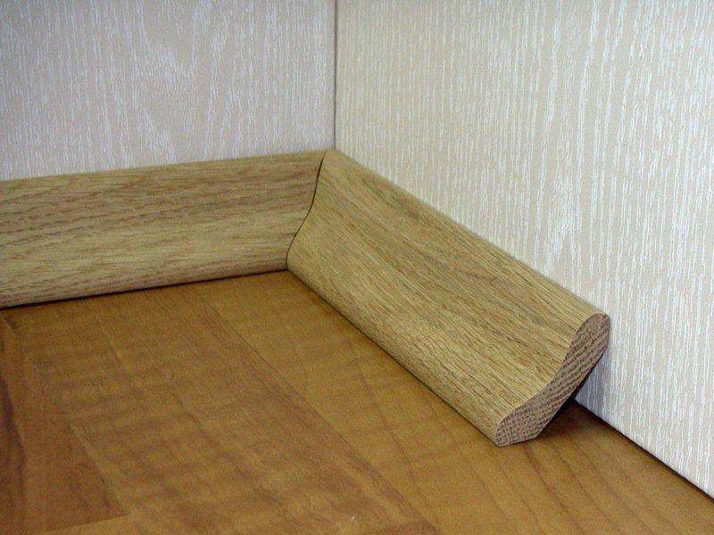 Укладка деревянных плинтусов