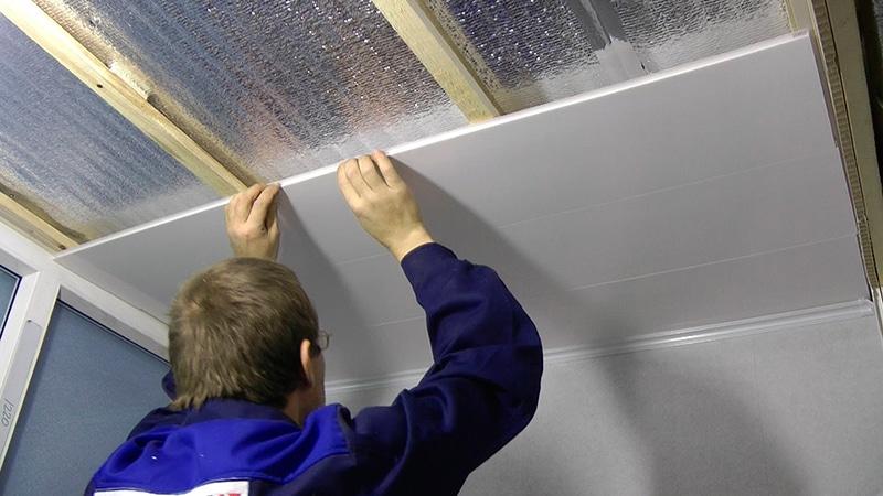Подвесной потолок из пластиковых панелей в комнате своими руками