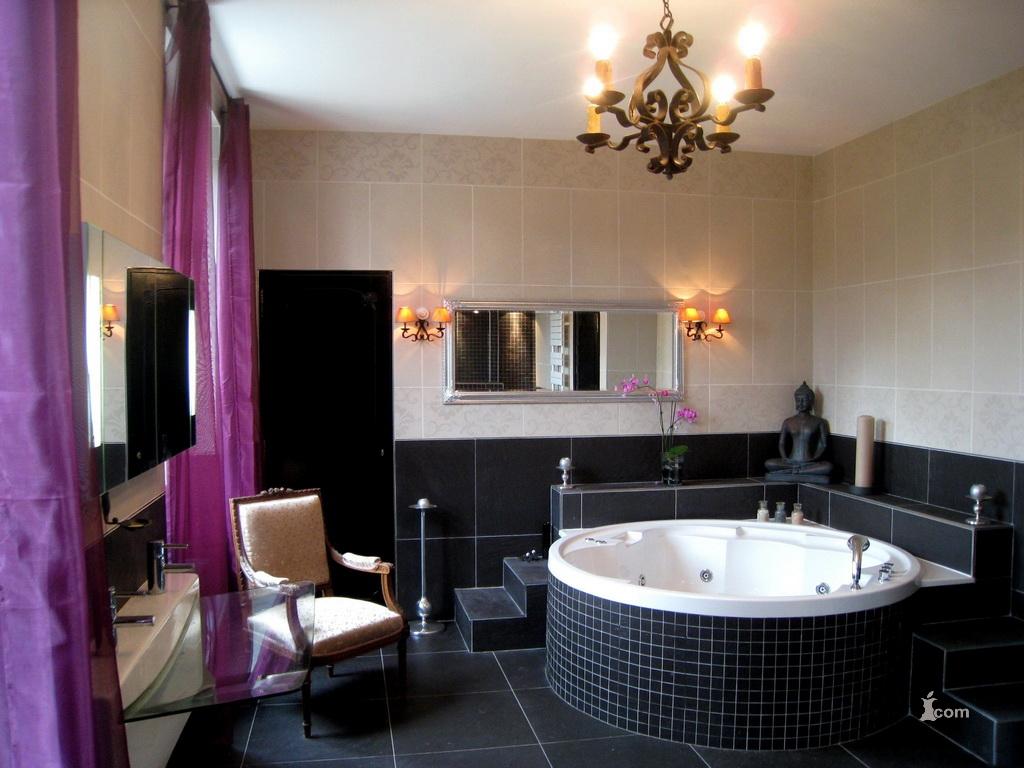 Освещение в ванной черного цвета
