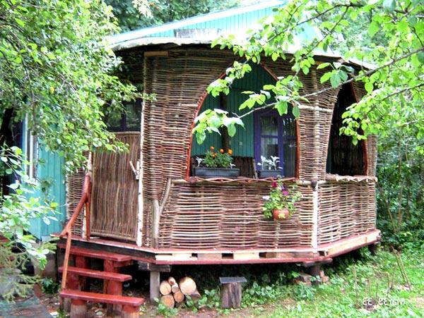 Летний домик своими руками из подручных материалов 28