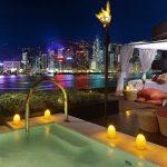 Ночная романтика освещения бассейна