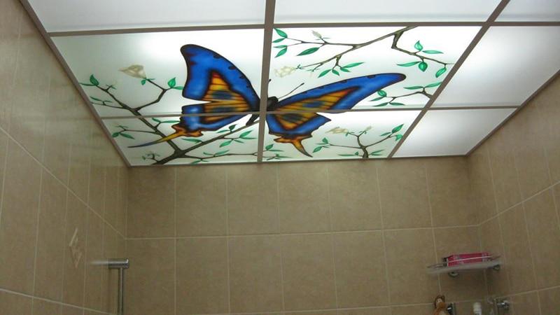 Низкий потолок в ванной комнате