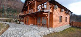 Какими составами лучше красить деревянный дом?
